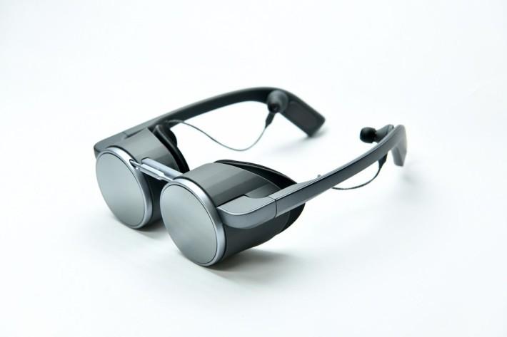 Panasonic 這款 VR 眼鏡較一般 VR 眼鏡輕盈得多