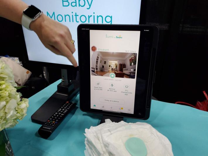透過手機 App 即可觀察小孩的一舉一動,亦可監測家居的溫度及濕度。