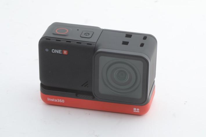 ONE R 外觀睇落猶如一般的長方黑盒仔的 Action Cam,但原來機身可分體。