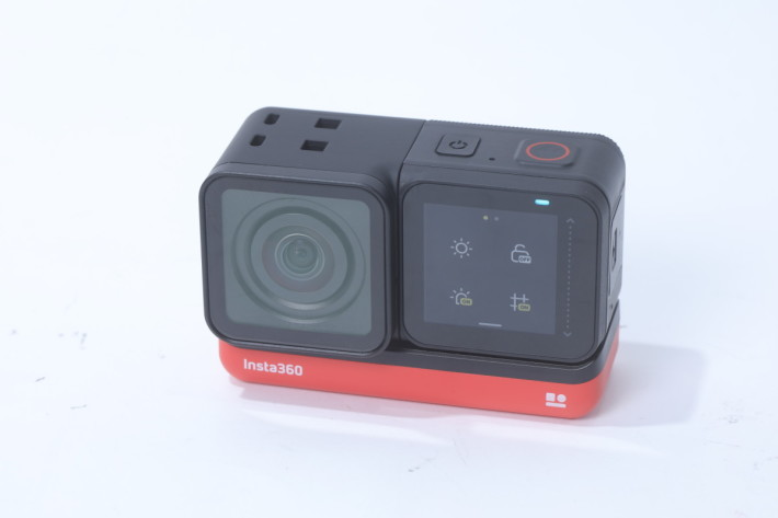 4K 廣角鏡頭模組可反向裝在主機模組,鏡頭及屏幕同一方向,即可作成自拍用。