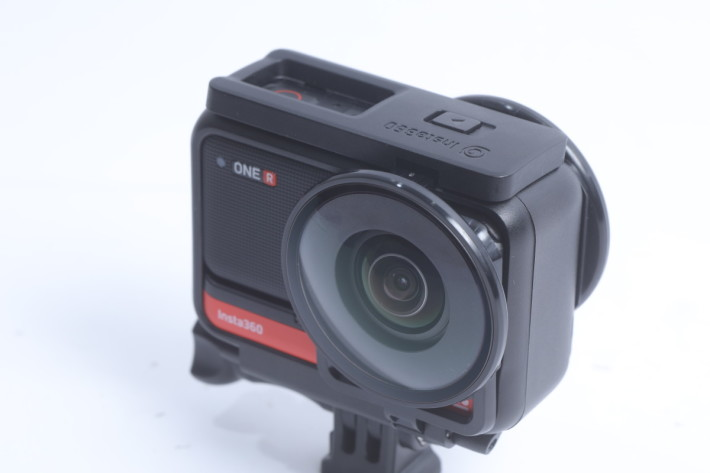 雙鏡頭套裝也跟一個 360° 全景鏡頭的 Lens Guards。