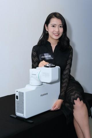 .作為業務用高亮度投影機,Z5000 體積不算大。