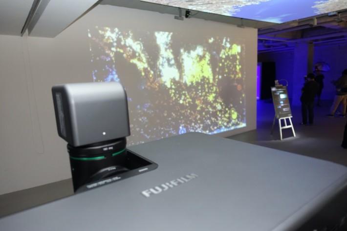 .利用 Z5000 作藝術投影,投影機只要放在角落,不影響參觀者行近畫面觀看。