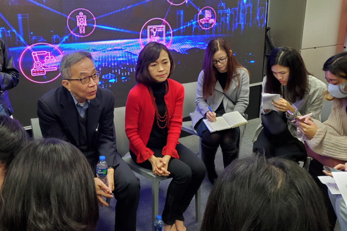 SmarTone 總裁葉安娜(紅)指,本年第二季就會推出 5G 服務,唯數據用量以及收費於現階段仍正討論中。