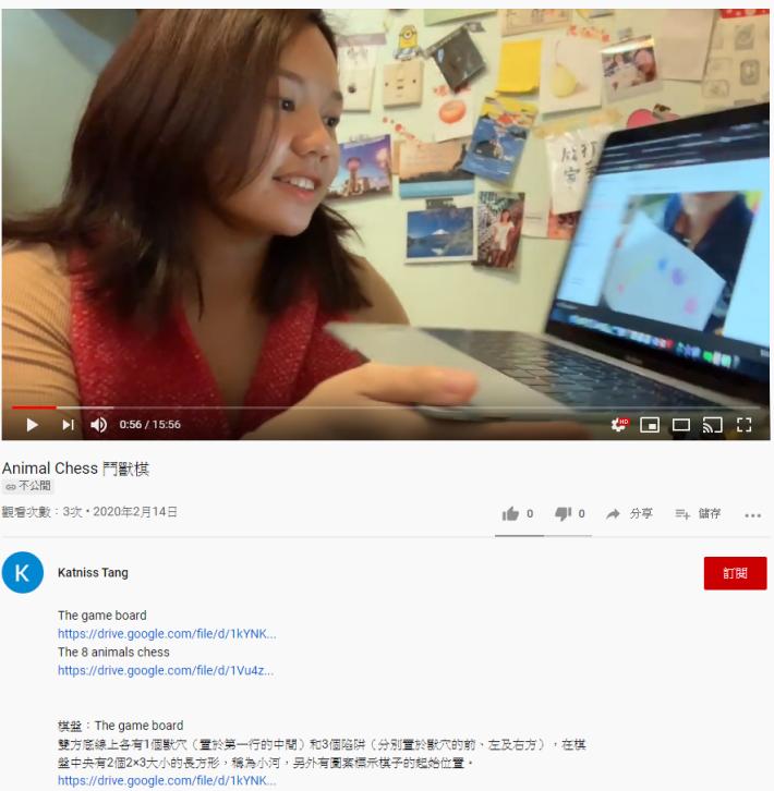 鄧老師指出就算不是師生線上即時互動,她個人也會於影片末給予學生回應,圖中是她正準備展示學生在家學習成果。