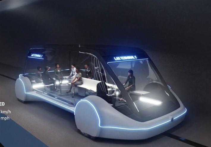 預計用來在會場內運送參觀者的 Tesla 自動駕駛電動車
