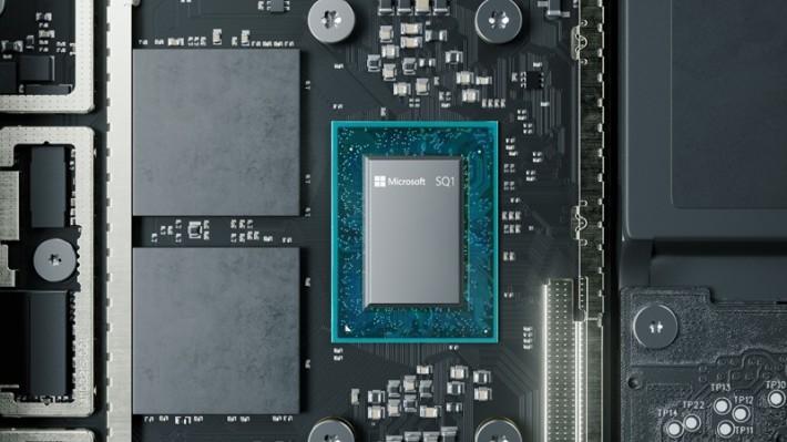 除了 Apple 之外, Microsoft 也在他們的 Surface Pro X 上採用與 Qualcomm 合作研發的 ARM-based 處理器 SQ1 。