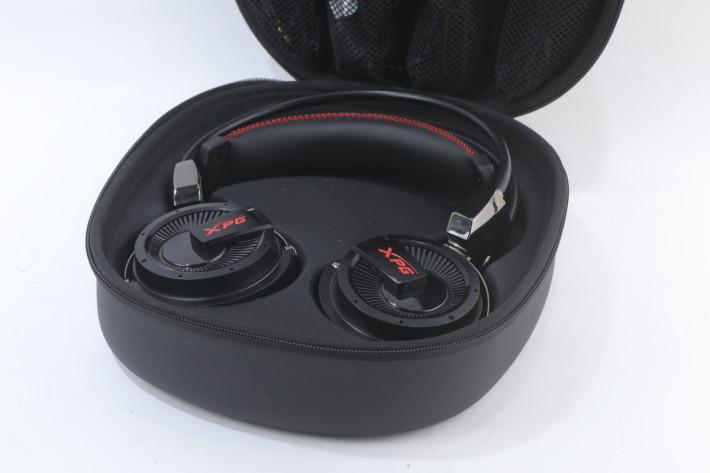 下層用使防撞材料安置耳機。