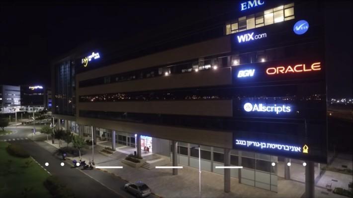 四年前駭客以跳板方式遙距騎劫飛利浦 Hue 燈泡,使無人辦公室燈泡閃動出摩斯密碼。