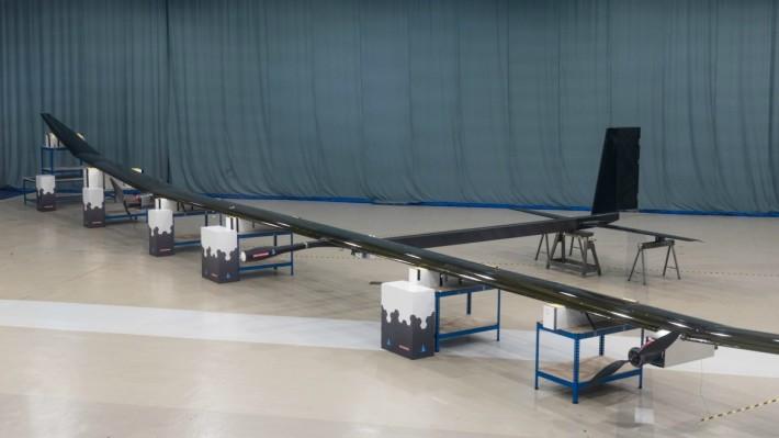 PHASA-35 機翼全長 35m,機身採用碳纖維製造,重量約 150kg。使用太陽能和鋰離子電池系統,能在空中持續飛行長達一年的時間...