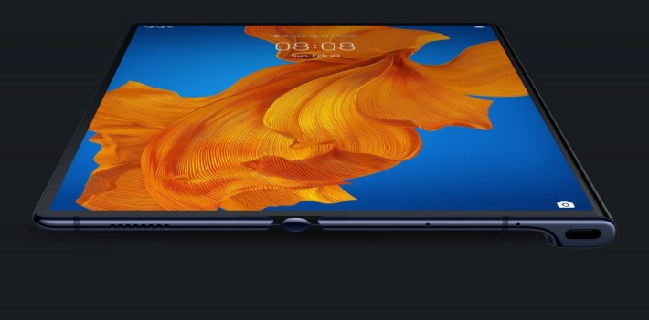 Mate Xs 仍採用上化左右摺疊方式,展開後有達 8 吋的屏幕。
