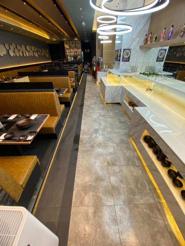 自助取餐區與客人保持兩米左右的距離