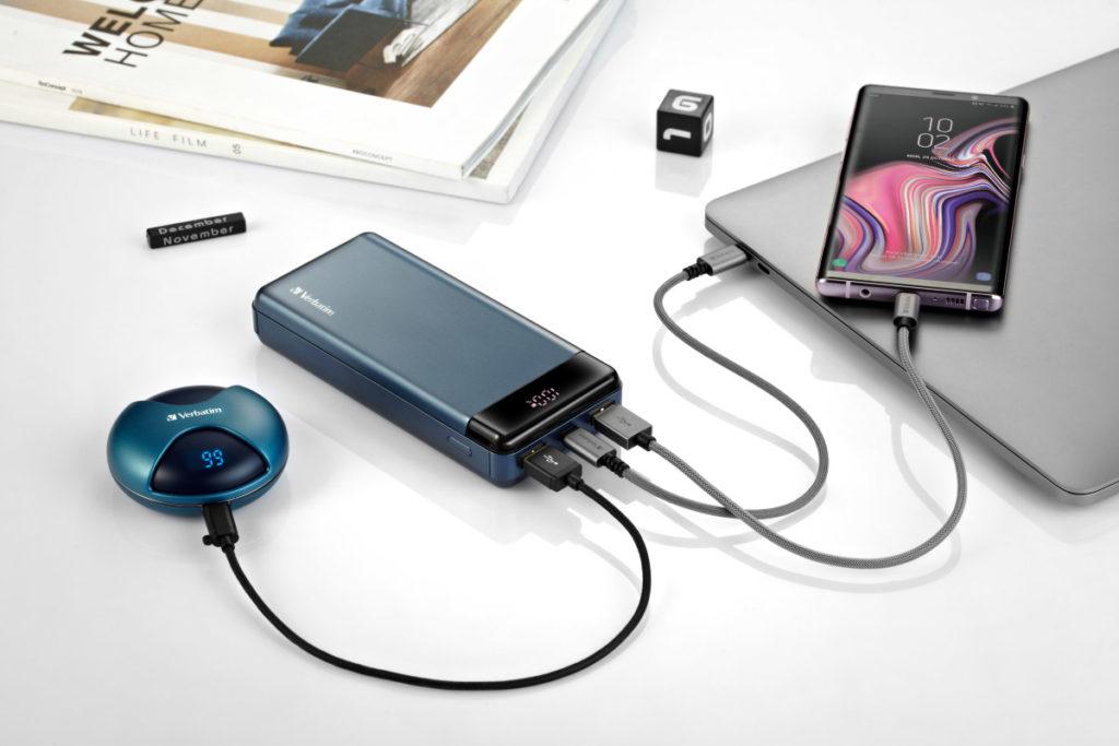 需要配合有 18W 輸出功率的 USB Type C PD 充電器才能使用