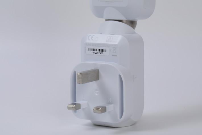 分機天線直接連接電源插頭,相當方便。