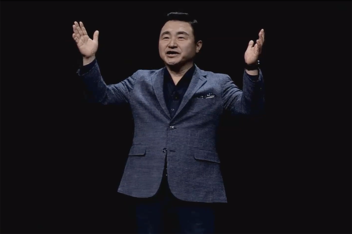 流動部門主管 Roh Tae-moon(盧泰文)上台介紹 Galaxy S20。盧泰文是三星電子史上最年輕的總裁