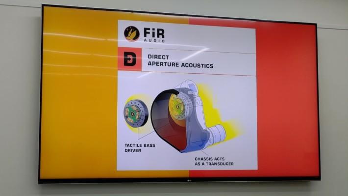 FiR Audio 的 DAA 聲音系統內含多項獨家技術,其中處理低頻的Tactile Bass 動圈單元設計成緊貼耳機的筐體,令感覺更強烈更直接。