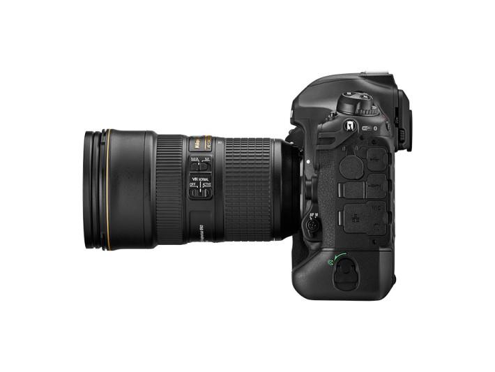 Nikon D6 機左側