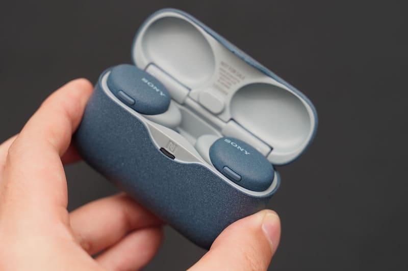 耳機和充電盒都襯晒色