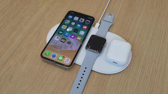 Apple 是在 2017 年與 iPhone X 一起公布 AirPower 的,但最終胎死腹中。