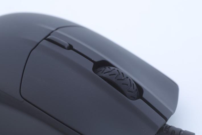 頂部的滾輪使用了不規測形狀同樣有防滑功能。