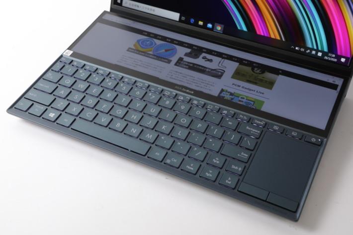鍵盤自帶白色背光,良好的觸感亦帶來出色打字體驗。