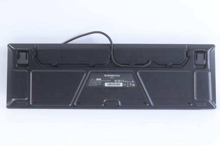 背部的凹面空間可收藏過長的電線。