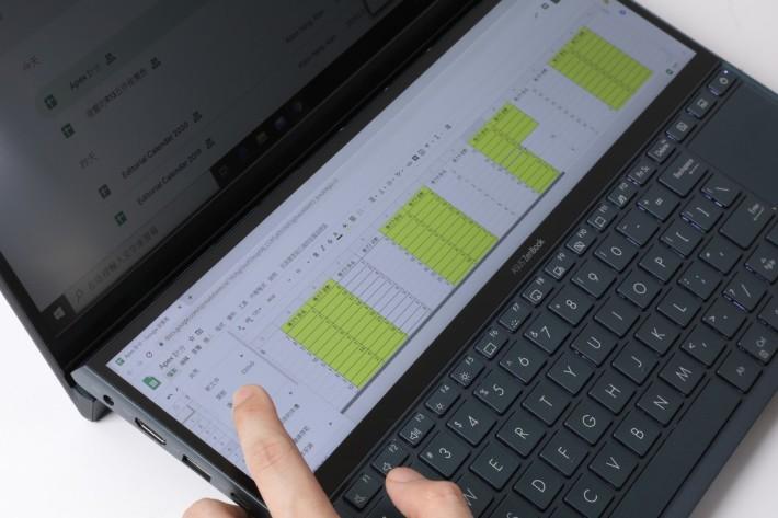 因為可以一鍵切換上下畫面,透過觸控功能甚至可取代滑鼠快速操作。