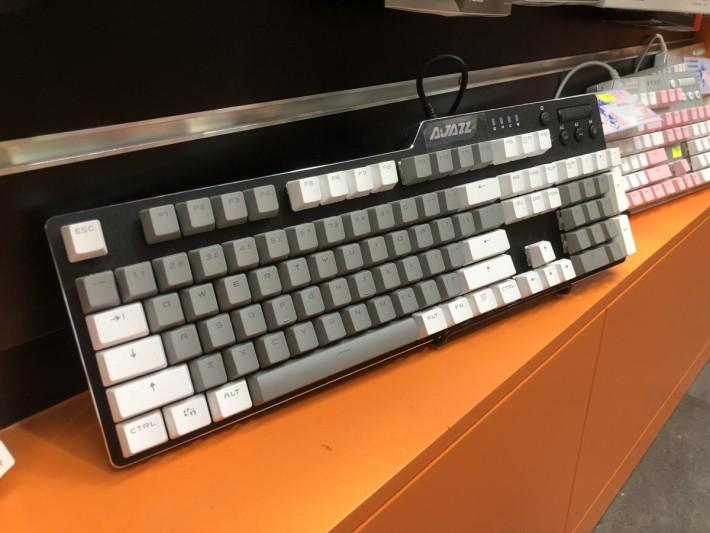 機械鍵盤有平有貴,當中在於功能配套、採用的軸承品牌等會令價格有所變化。