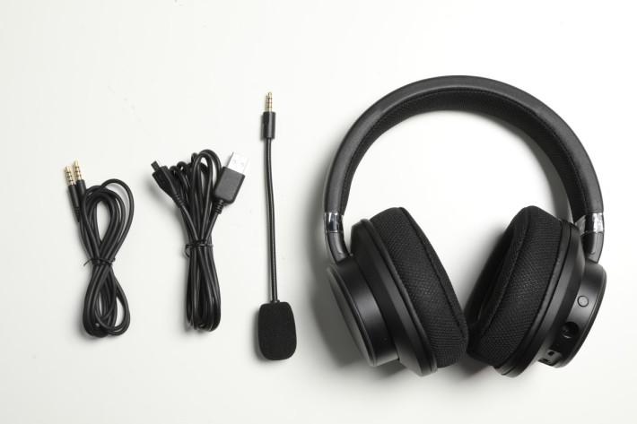 Creative Sound BlasterX H6 及所有配件一覽。