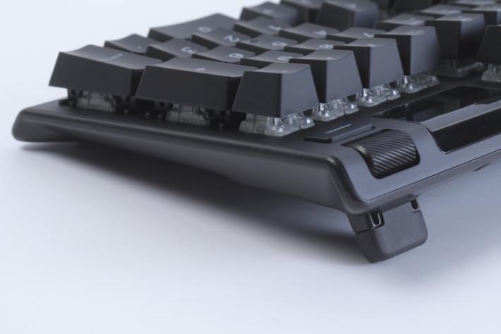 支架可以多段調整 Apex 5 的高度