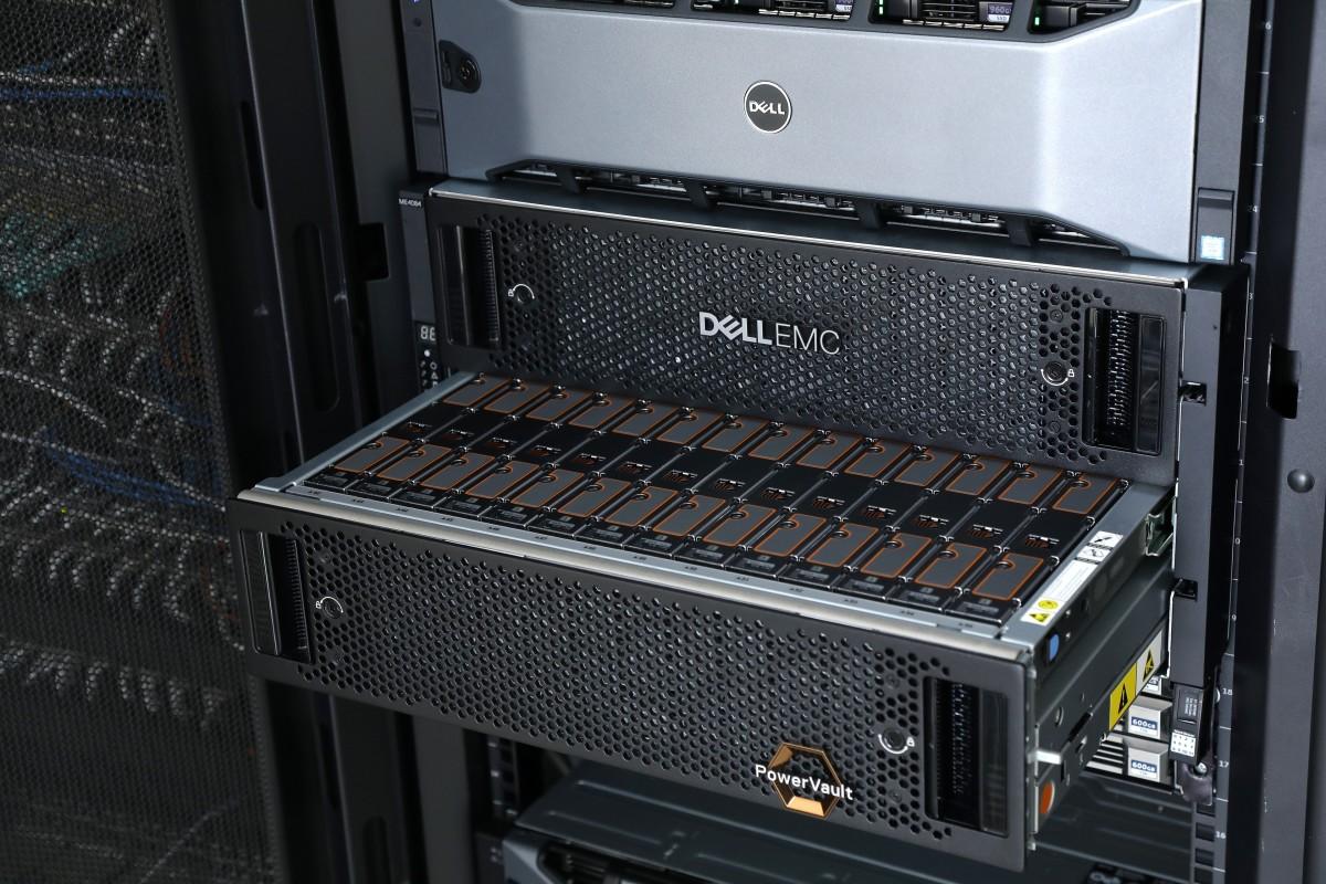 PowerVault ME4 儲存密度大增,硬碟數量多 75%,最多支援最大 4PB 容量。