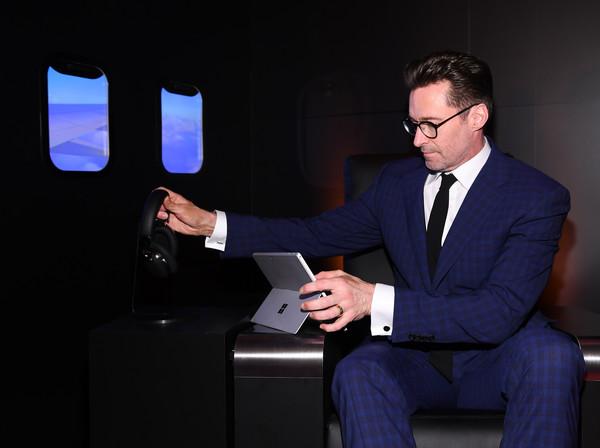 品牌代言人 Hugh Jackman 對 MB01 的降噪功能表示讚賞