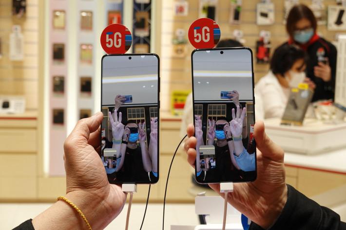 可運用 Samsung Galaxy S20 利用機內的 Google Duo 作視像通話體驗,試試「同步率」極高的視像通話效果。