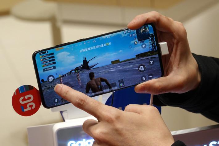 體驗區內 Samsung Galaxy S20 均安裝了「食雞」PUBG Underground,大家可以玩兩舖,體驗極低 Latency 的好處。