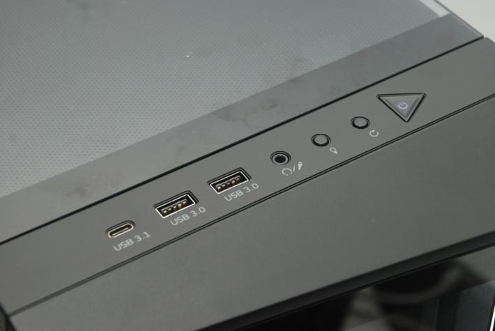 提供各種輸出接口,包括最新的 USB Type-C。