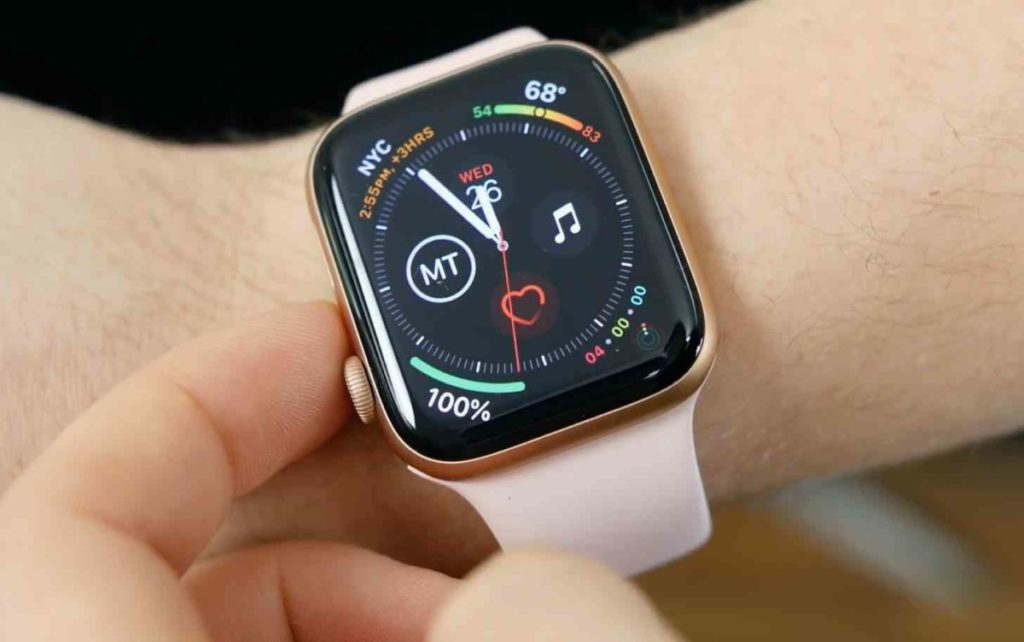 其實 Apple 在 Apple Watch Series 5 上已用上 LTPO OLED 屏幕,但面板面積當然不可同 Galaxy Note 20 Ultra 比較了。