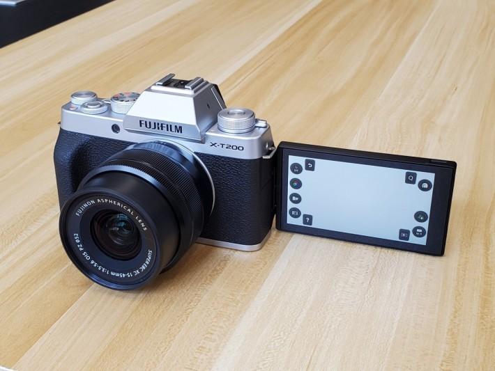 X-T200 備有多角度轉向的觸控式屏幕,取景甚至自拍都輕鬆自如。
