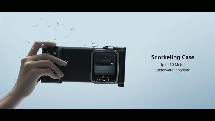 HUAWEI 更推出自家的潛水專用手機殼,照顧周到。