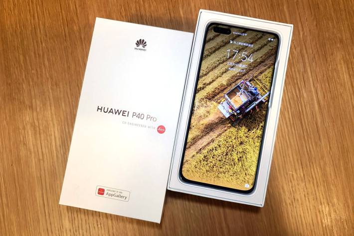 開箱即可見使用 6.58 吋屏幕的 P40 Pro 真身。