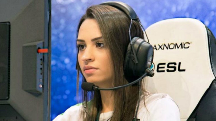 ShAy 自 2008 年起於電競界出道,三次取得 GamersClub 女子聯賽冠軍, 2019 年退役轉為實況主