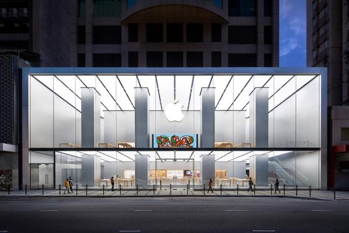 港台中澳 Apple Store 在 3 月中陸續重開,加上推出折扣優惠,促使 iPhone 出貨量訊速回升。
