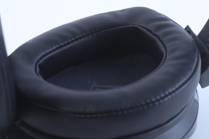 耳罩及頭帶皆用上舒適度極高的材料。