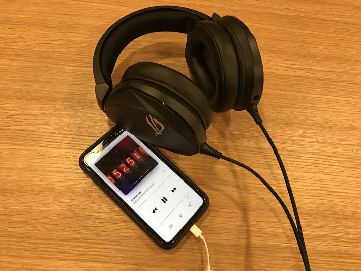 於 iPhone 11 測試播放音樂時,中高音表現優秀,唯獨低音較弱。