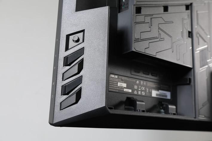 按鈕採用了不同形狀設計,用手摸就能分辨是哪個按鈕。