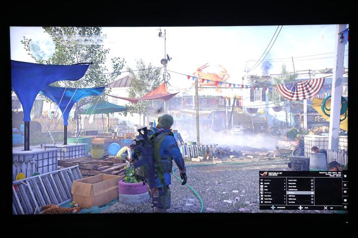 FPS 模式-為了讓玩家更容易發現敵人,光度會比起 RTS/RPG 模式再調高,以強調遊戲中的暗位。