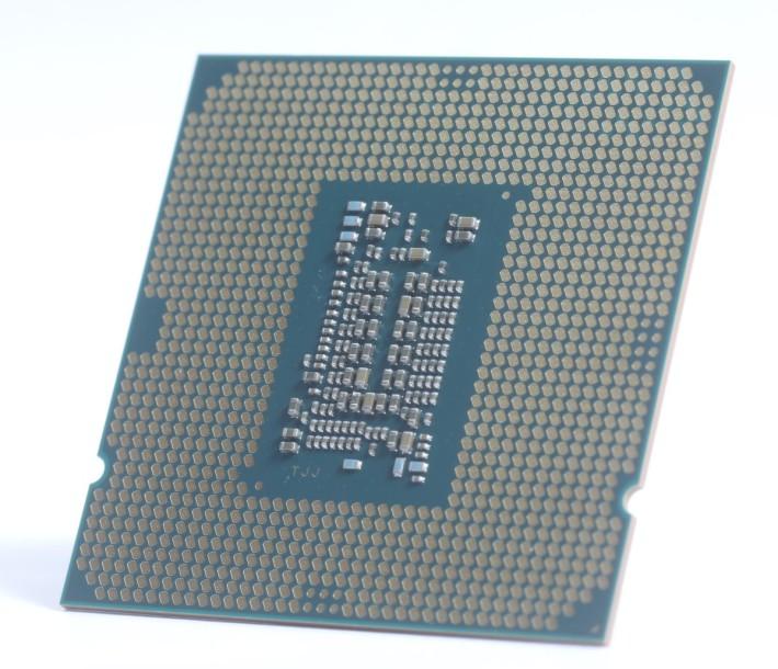 10 代 Core i5 CPU 的底部