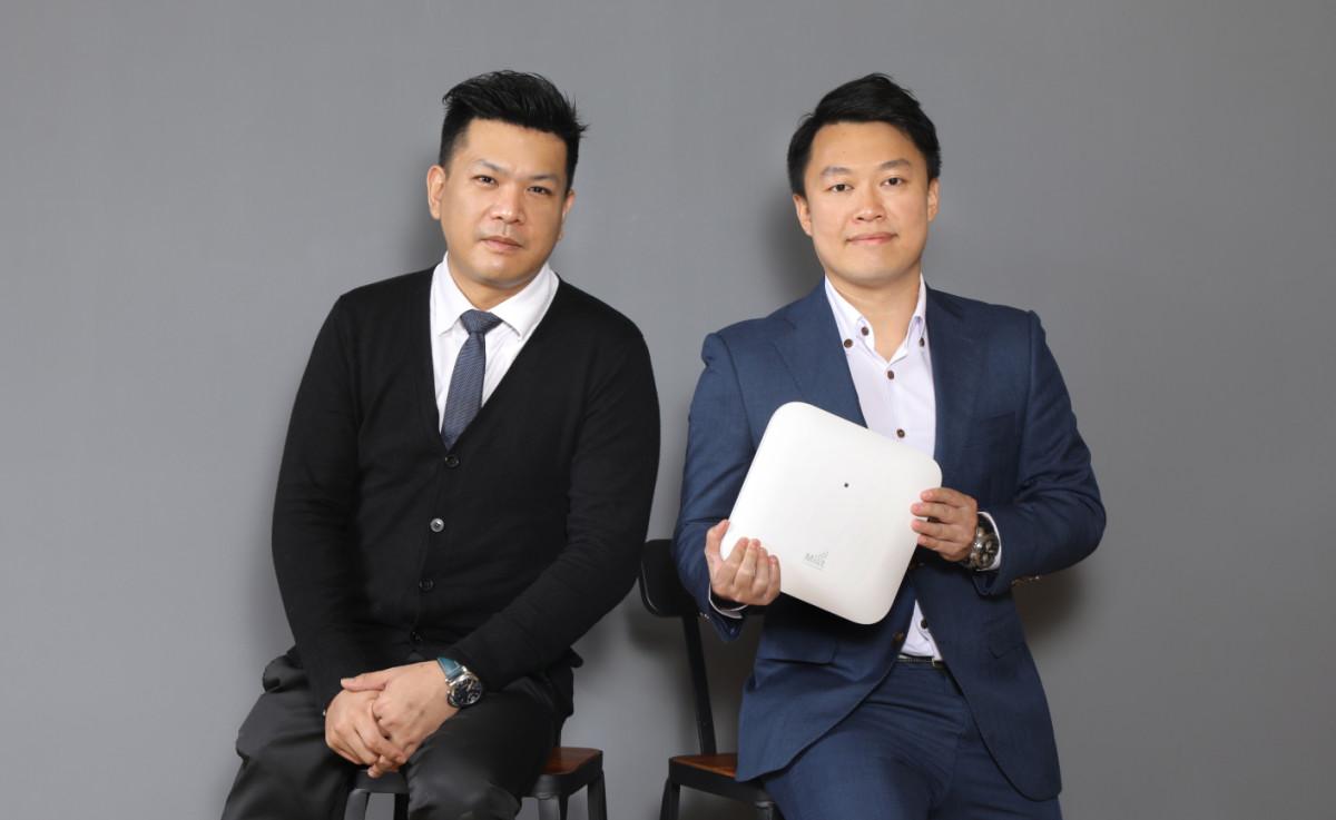 黃煒熊(左)及梁丰均認為,新一代無線Wi-Fi網絡要具備人工智能技術,才可快速找到網絡異常的問題,以便即時修復,確保使用體驗。