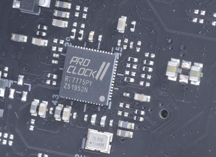 為提升超頻性能,另外加入 ProClockII 時鐘晶片。