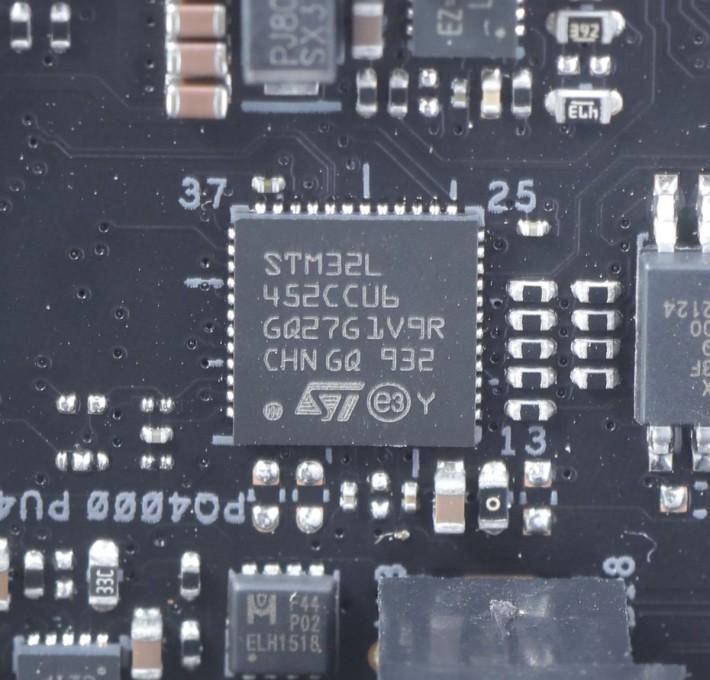 板上功能多多,所以也採用了 STM32L4 32-bit ARM Cortex-M4 MCU 微控器,可謂「落重本」之作。