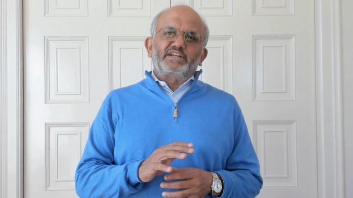 Adobe Summit 為避疫情轉在網上舉行,Shantanu Narayen 在家中拍攝主題演講。